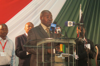 Kenya government official delivers a congratulatory address in the solar-powered lantern presentation ceremony.