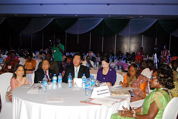 Dr. Hyun Jin and Dr. Jun Sook Moon with Mrs. Aruna and Dr. Manu Chandaria at the opening plenary of the Global Peace Leadership Conference Abuja 2013.
