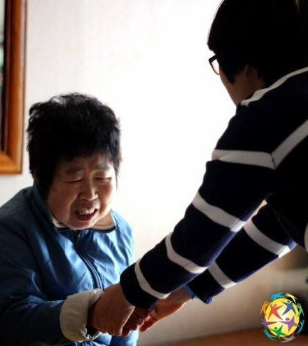 The Global Peace Foundation Korea regularly sends volunteers to socialize and feed the elderly. The situation of Korea's silvering population is the subject of many social critiques.