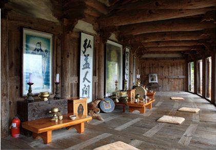 The founding three generations of Gojeoson are enshrined in Samseonggung on Mt. Jiri.