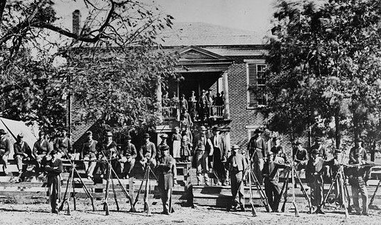 Photo from https://en.wikipedia.org/wiki/Battle_of_Appomattox_Court_House#/media/File:Appomattox_courthouse.jpg