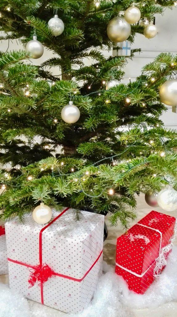 christmas-tree-Christmas Gifts